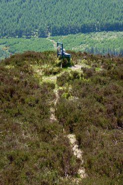 Мемориальный стул Дэна Клэнси с вершины близлежащего холма