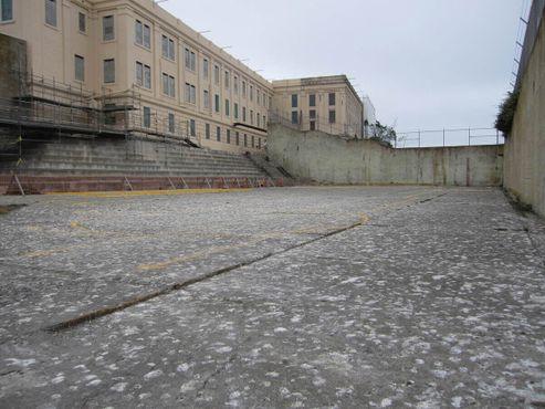 Двор для прогулок заключённых