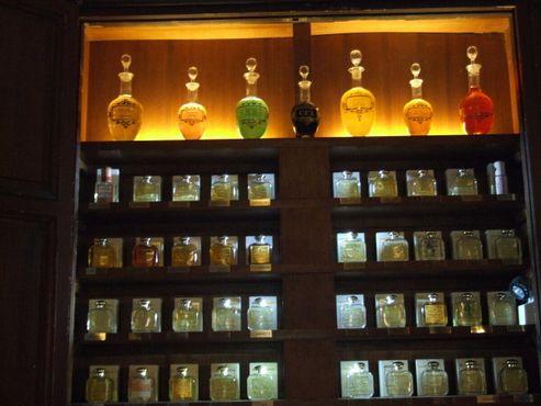 Аптечные склянки в главном зале