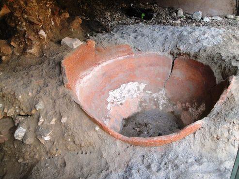 «Сад руин» - глиняная бочка