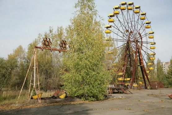 Парк развлечений в Припяти, который собирались открыть сразу после празднования 1 мая 1986 года. Из-за аварии на Чернобыльской АЭС колесо обозрения, качели и бамперные машины никогда не использовались