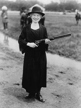 Энни в 1922