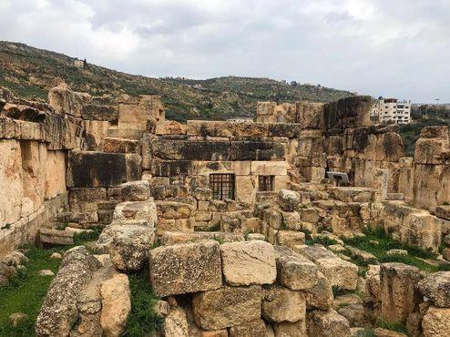 Вид на замок Каср аль-Абед