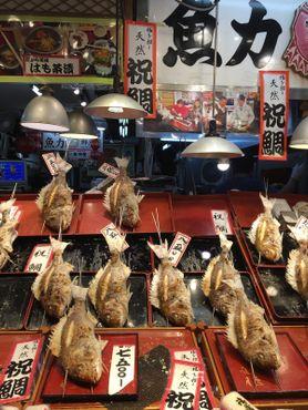 Рыбная лавка на рынке Нисики
