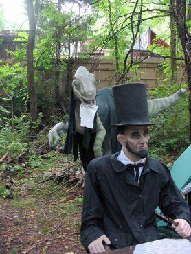 Авраам Линкольн готовится сразиться с ящером за Геттисбергскую речь