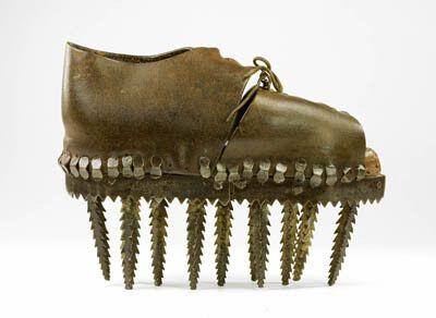 Экспонат выставки «Экстремальная обувь». Март 2010 года