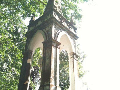 Памятник на унитарианском кладбище