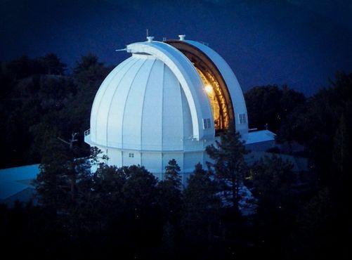 Вид на 100-дюймовый телескоп с 45-метровой Солнечной башни