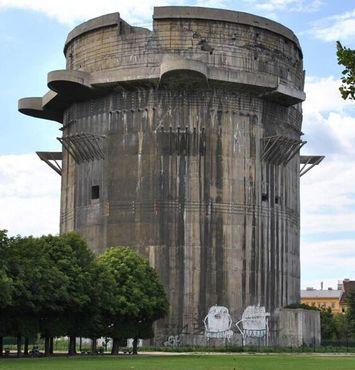 Зенитная башня с граффити