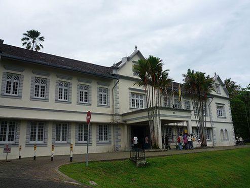 Музей Саравака (старое здание) в Кучинге, столице Восточно-малайзийского штата Саравак