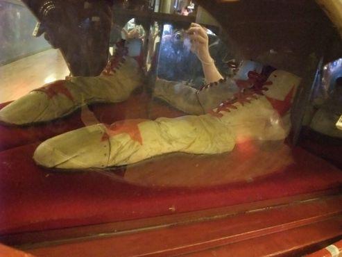 Всемирно известный музей гигантской обуви