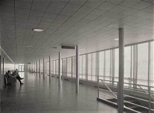 В зале ожидания, примерно 1950 год