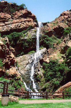 Водопад в Национальном ботаническом саду Витватерсранда