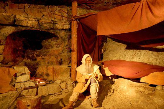 Диорама, изображающая святого Беата в его скромной пещерной келье