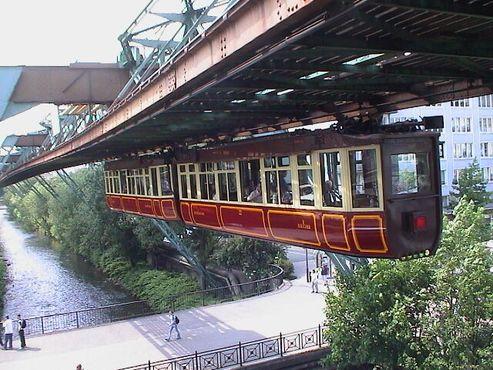 Вуппертальский «кайзерваген» («транспорт кайзера»), в котором когда-то проехался сам немецкий император