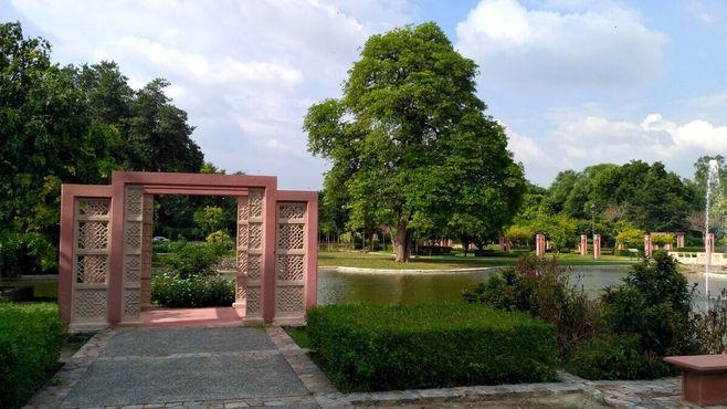 Пышные сады комплекса