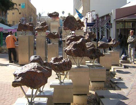 Части метеорита Гибеон