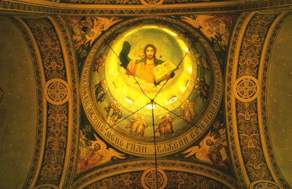 Интерьер купола Мемориальной церкви Шипка