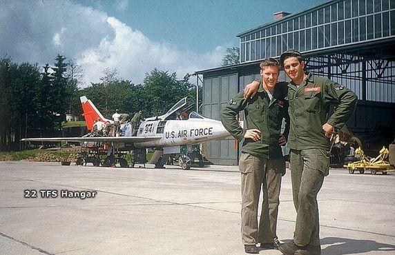 Американские пилоты на авиабазе «Уилус» в 1963 году, за шесть лет до того, как Каддафи захватил власть