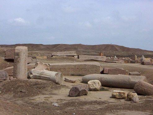 Разрушенный храм в Танисе