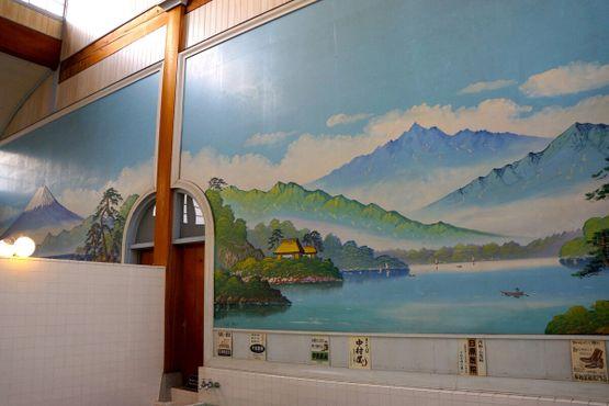 Кафельная роспись с изображением горы Фудзи в бане