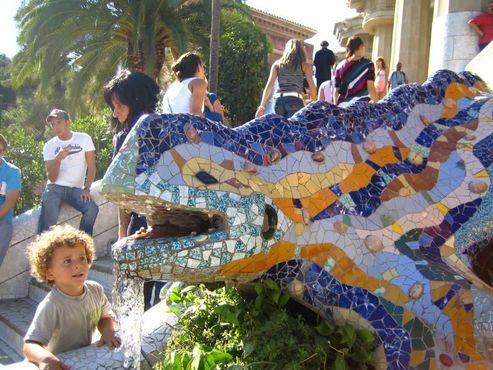 Саламандра Гауди (также«эль драк»- дракон) в парке Гуэль
