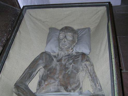 Одна из мумий