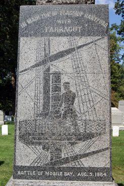 Передняя часть мемориала вблизи