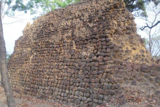 Толстые стены