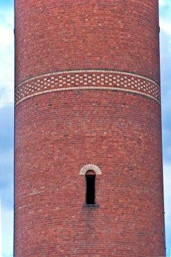 Кирпичная кладка башни крупным планом