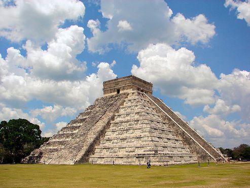 Вид на пирамиду с востока