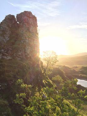 Башня Долины фей с ягнёнком и«Летящей рябиной»(в северной мифологии - рябина, растущая на недоступной скале и наделённая особой магической силой)