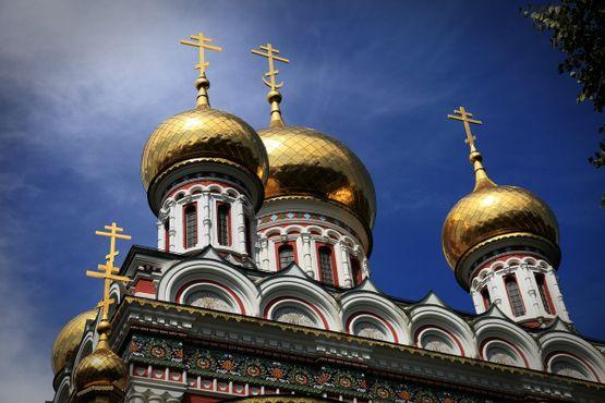 Золотые купола Шипкинской Мемориальной церкви