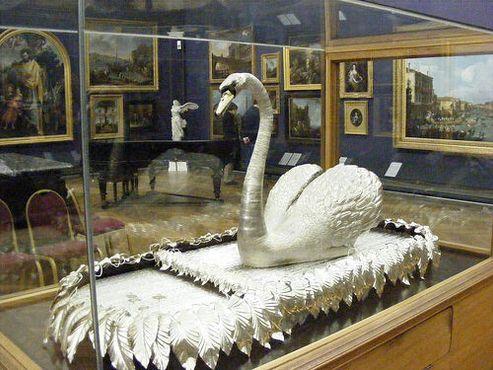 Серебряный лебедь