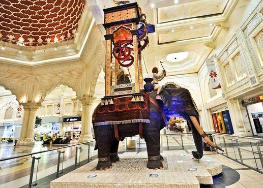 Слоновые часы в торговом центре имени Ибн Баттуты