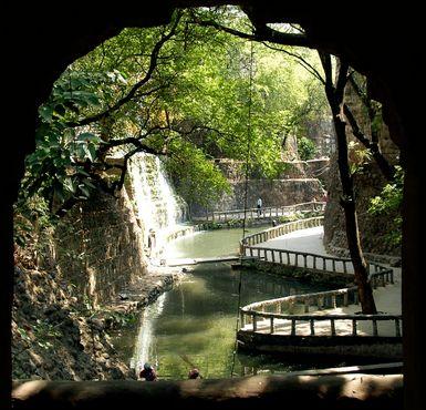 Водопад в Саду Камней
