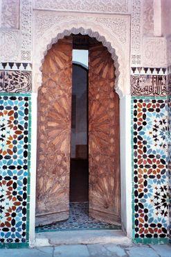 Дверь в медресе Бен Юсуфа
