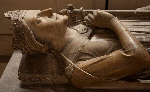 Сердце короля Ричарда покоится под его надгробным памятником