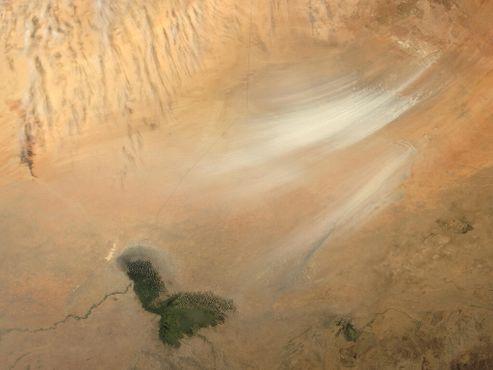 Спутниковый вид на опустынивание Боделе, расположенного на южной окраине пустыни Сахара