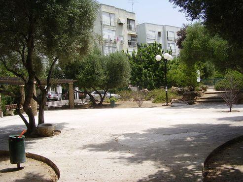 Сад Гат (винный пресс) в Тель-Авиве