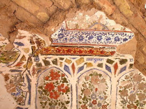 Расписные стены в хаммаме цитадели Герат