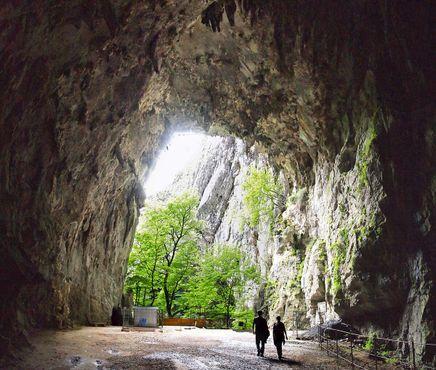 Выход из пещер