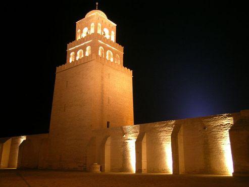 Мечеть с ночной подсветкой