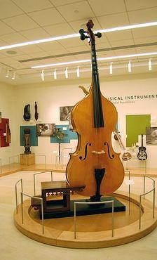 Октобас в Музее музыкальных инструментов