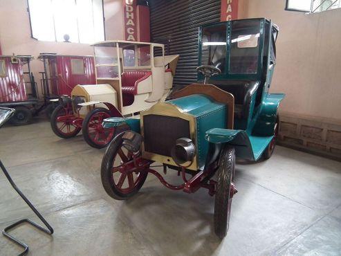 Старинные автомобили в Музее автомобилей Судха.
