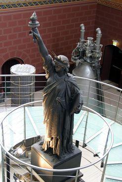 Модель статуи Свободы скульптора Бартольди