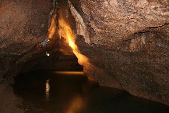 Река Рубикон протекает по пещере
