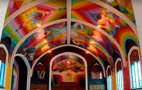 Красочный потолок