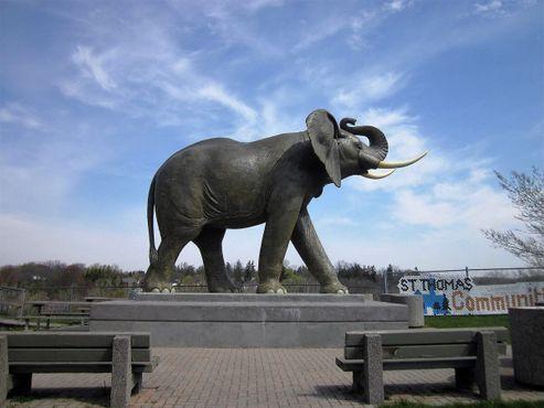 Памятник Джамбо в Онтарио