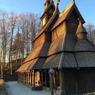 Задний двор деревянной церкви в Фантофте